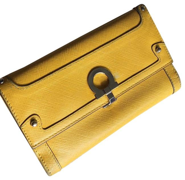 Item - Mustard/ Sunflower Color Trifold Wallet