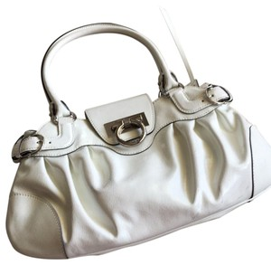 24090fc425 White Salvatore Ferragamo Bags - Up to 90% off at Tradesy