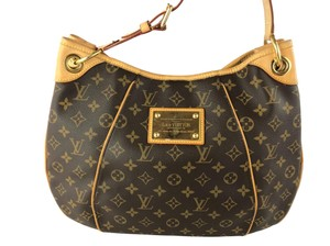 Louis Vuitton Bags on Sale - Up to 70% off at Tradesy 325d1cad207c