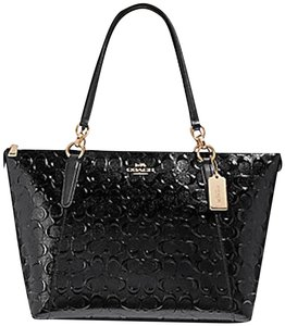 45d52dee193f Coach Totes - Up to 70% off at Tradesy
