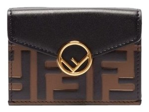 60789fb53ad7 Fendi Wallets on Sale - Up to 70% off at Tradesy (Page 4)