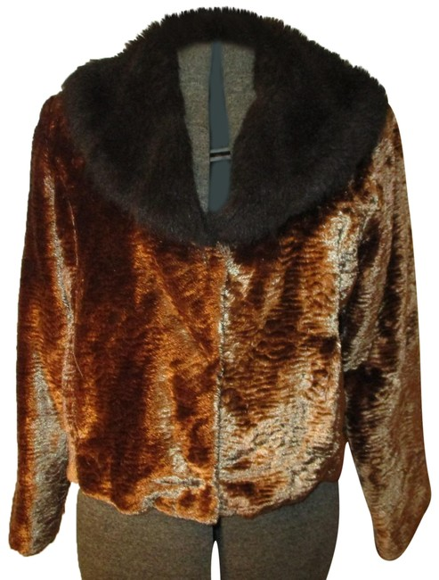Preload https://img-static.tradesy.com/item/24944765/gold-and-brown-vintage-velvet-with-faux-collar-coat-size-12-l-0-1-650-650.jpg
