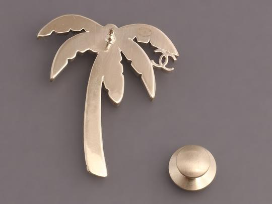 Chanel GREEN ENAMEL AND PEARL LOGO PALM TREE PIN Image 2