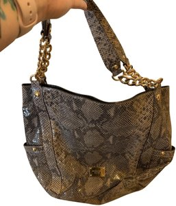 21b1a2ee4004 MICHAEL Michael Kors Shoulder Bags - Up to 90% off at Tradesy