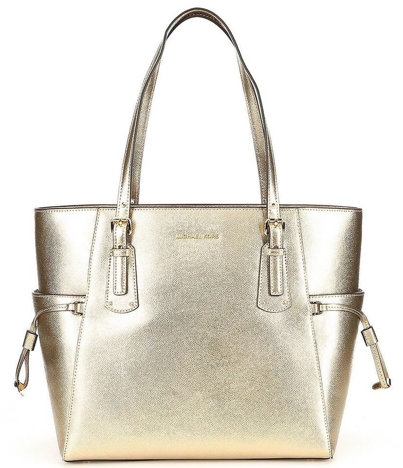 089163d9d88d06 MICHAEL Michael Kors Bag Voyager Metallic East/West Pale Gold ...