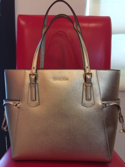 MICHAEL Michael Kors Tote in PALE GOLD Image 3
