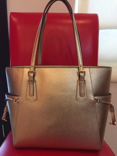 MICHAEL Michael Kors Tote in PALE GOLD Image 4