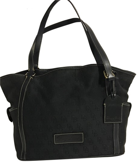 Preload https://img-static.tradesy.com/item/24947805/dooney-and-bourke-tote-shoulder-handbag-black-cotton-canvas-tote-0-1-540-540.jpg