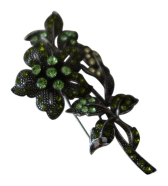 Unbranded Green Two Vintage Broaches Unbranded Green Two Vintage Broaches Image 1