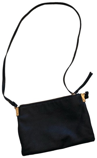 Preload https://img-static.tradesy.com/item/24950850/h-and-m-black-and-gold-faux-leather-cross-body-bag-0-1-540-540.jpg