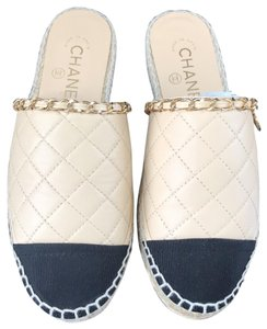 cc876ff28bf928 Chanel Sandals on Sale - Up to 70% off at Tradesy