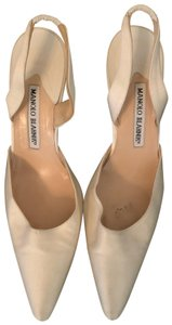 Manolo Blahnik ivory Pumps