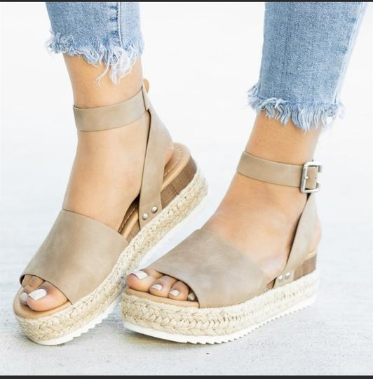 SODA Camel Wedges Image 1