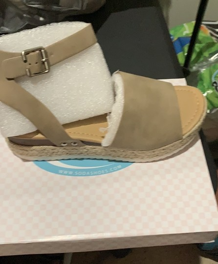SODA Camel Wedges Image 2