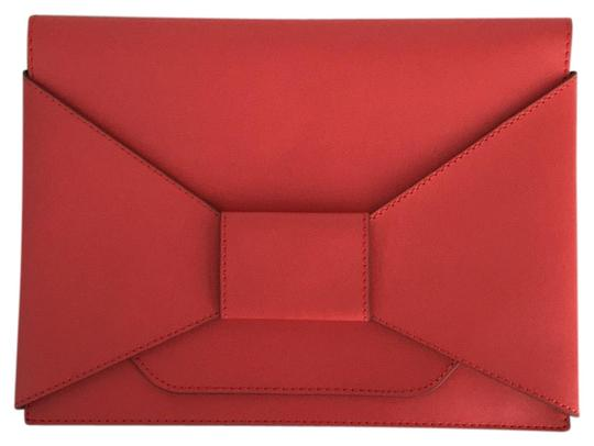 Preload https://img-static.tradesy.com/item/24961380/banana-republic-envelope-in-excellent-condition-coral-red-leather-clutch-0-1-540-540.jpg
