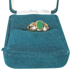 Unknown 14K Yellow Ribbed Gold Ring with Emerald