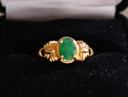 Unknown 14K Yellow Ribbed Gold Ring with Emerald Image 1