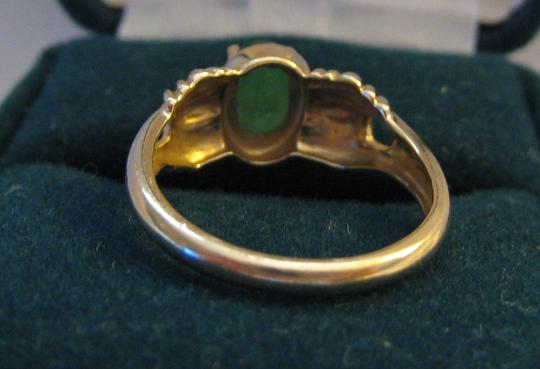 Unknown 14K Yellow Ribbed Gold Ring with Emerald Image 2