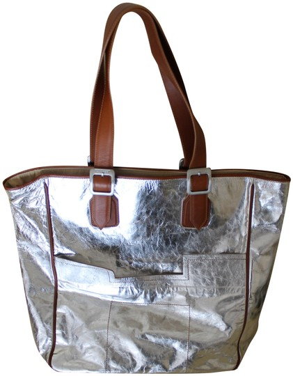 Preload https://img-static.tradesy.com/item/24962345/hunter-halle-ns-silver-metallic-leather-with-leather-straps-tote-0-1-540-540.jpg