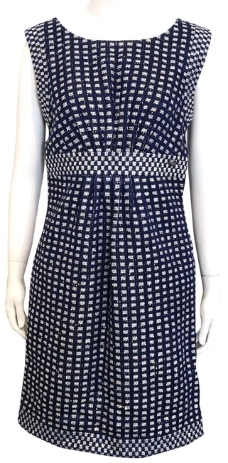 Preload https://img-static.tradesy.com/item/24962718/chanel-navy-blue-and-gold-tweed-sleeveless-sheath-short-casual-dress-size-8-m-0-1-650-650.jpg
