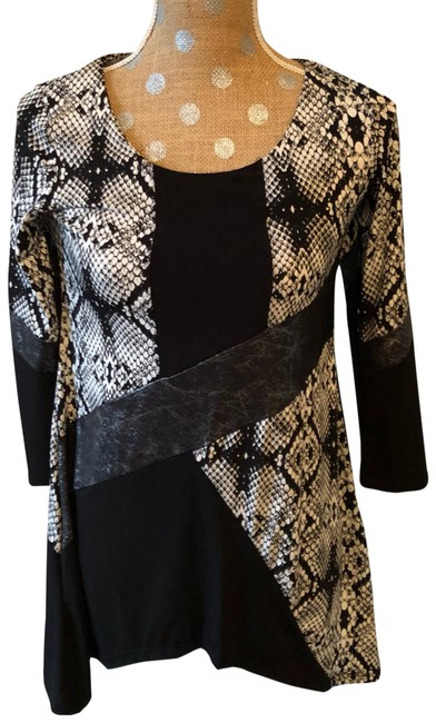 Preload https://img-static.tradesy.com/item/24962758/style-and-co-black-and-white-asymmetrical-tunic-size-8-m-0-1-650-650.jpg