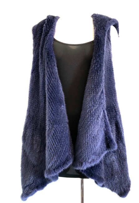 Preload https://img-static.tradesy.com/item/24962813/oscar-de-la-renta-navy-blue-mink-fur-with-hood-fall-2015-medium-vest-size-8-m-0-0-650-650.jpg
