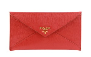 9ef5d97a0950 Prada Clutches on Sale - Up to 70% off at Tradesy