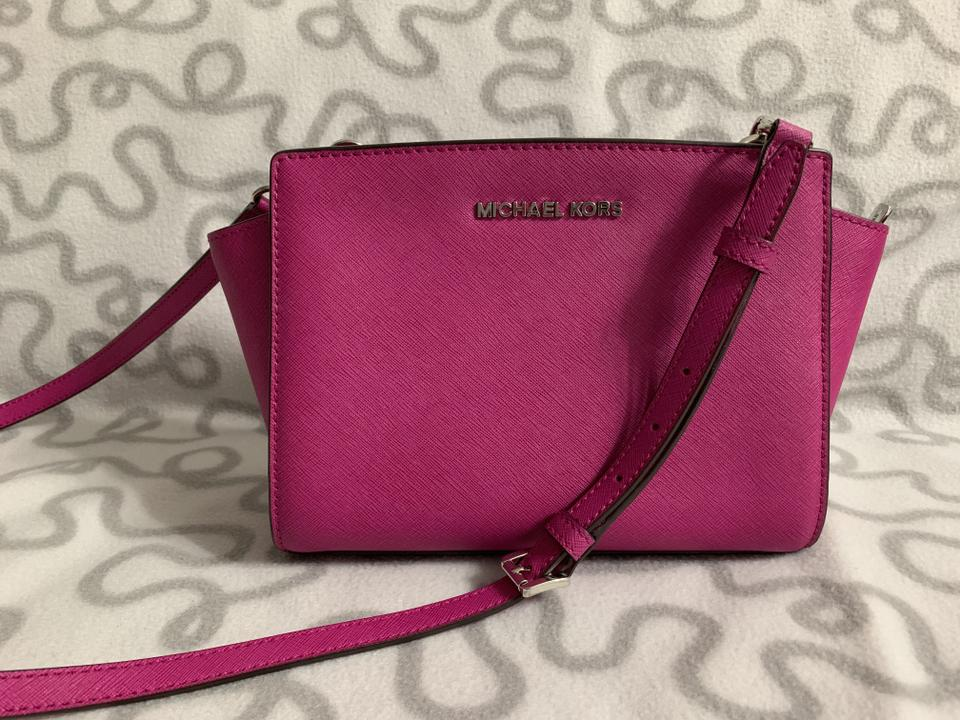 Michael Kors Medium Selma Messenger Pink Fuschia Saffiano Leather ... d6a5905d177f9