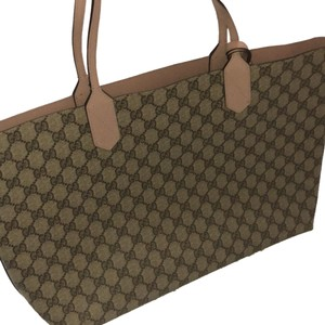 7f8586bfc606 Added to Shopping Bag. Gucci Tote. Gucci Medium Turnaround Reversible  Leather Tote