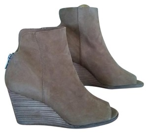 745cae804aee Lucky Brand Tan Toe Ankle Boots Wedges Size US 9.5 Regular (M