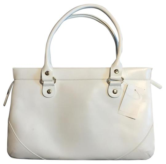 Preload https://img-static.tradesy.com/item/24968912/kate-spade-wynn-sutton-white-leather-satchel-0-1-540-540.jpg