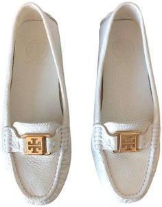 dd1a3cc7c606 Tory Burch Cream Kendrick Tumbled Leather Loafer Driver Flats