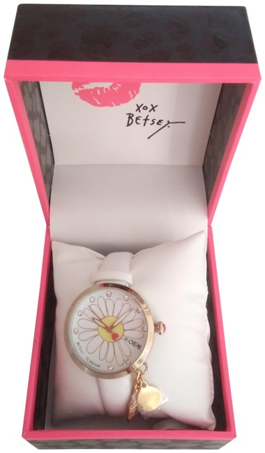 """Item - White New """"He Loves Me"""" Daisy Watch"""