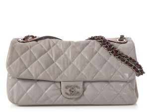 Chanel Cc Iridescent Silver Quilted Ch.q0129.01 Shoulder Bag