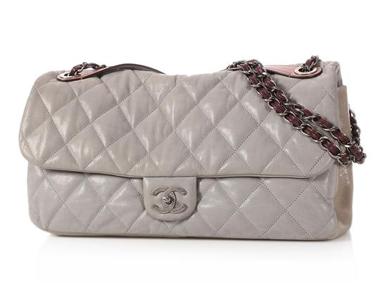Chanel Cc Iridescent Silver Quilted Ch.q0129.01 Shoulder Bag Image 1