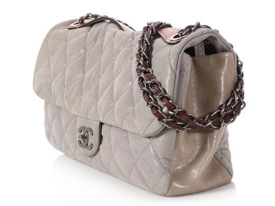 Chanel Cc Iridescent Silver Quilted Ch.q0129.01 Shoulder Bag Image 2