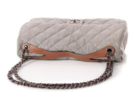 Chanel Cc Iridescent Silver Quilted Ch.q0129.01 Shoulder Bag Image 6