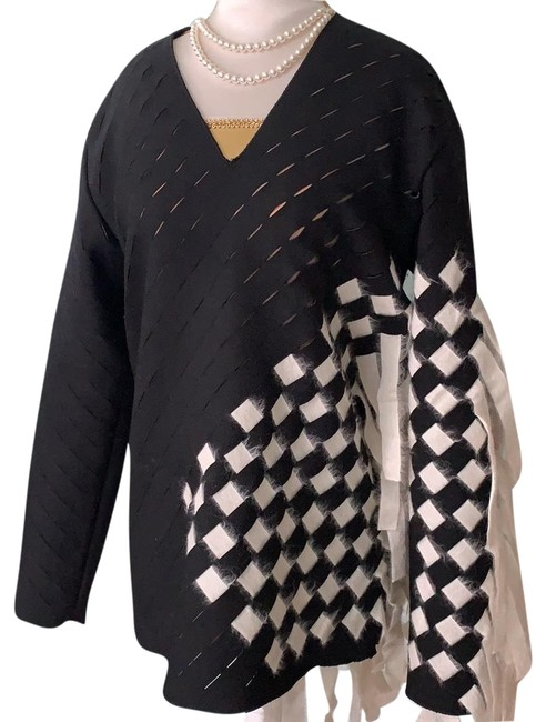 Item - Basket Black and Off White Sweater