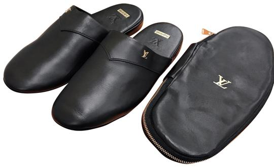 Preload https://img-static.tradesy.com/item/24977385/louis-vuitton-x-supreme-black-hugh-leather-slipper-sandals-size-us-7-regular-m-b-0-1-540-540.jpg