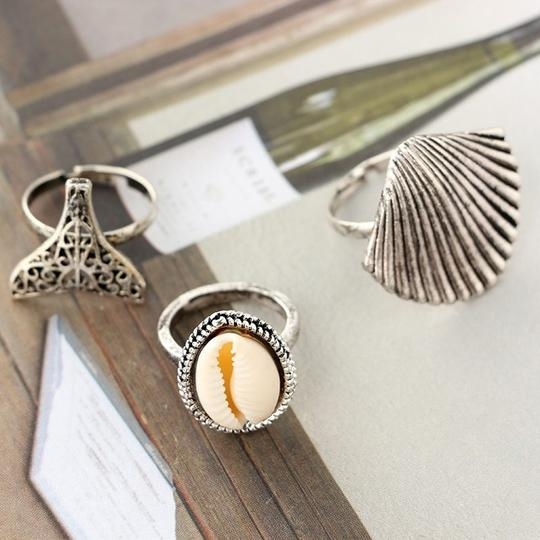Other Beach Babe Ring Set Lot of 3 Mermaid Tail Cowrie Shell Ring Silver Image 4