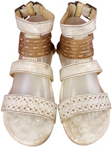 Bed|Stü Distressed Leather Gladiator Woman Size 9 beige and brown Sandals