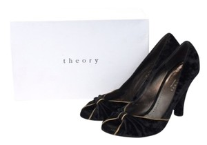 Theory Black Pumps