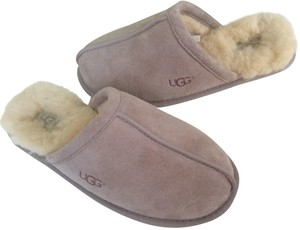 UGG Australia New With Tags Feather / Light Lavender Flats
