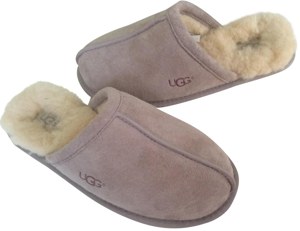 5a0b9dd5349 UGG Australia Feather / Light Lavender Pearle Slipper Flats Size US 7  Regular (M, B) 28% off retail
