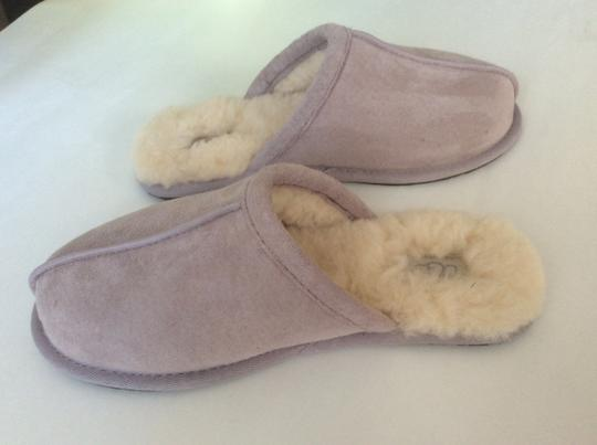UGG Australia New With Tags Feather / Light Lavender Flats Image 2