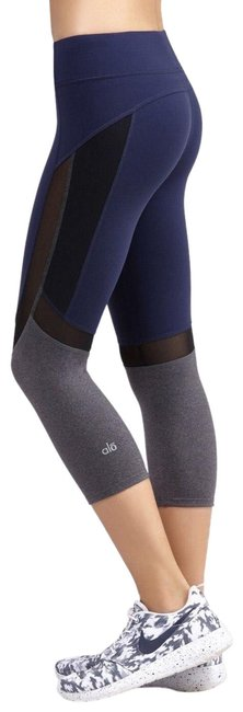 Item - Navy Curvature Capri Performance Leggings Activewear Bottoms Size 8 (M, 29, 30)