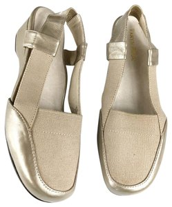 a5dc0ce5d208c Taryn Rose Sandals - Up to 90% off at Tradesy