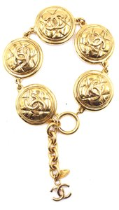 Chanel CC medallion pendant textured charm Gold links bracelet cuff