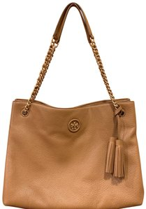 666b16ebee0 Tory Burch Shoulder Bags on Sale - Up to 70% off at Tradesy