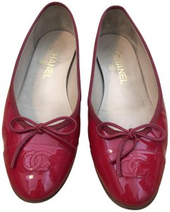 d99094acfb8 Chanel Flats - Up to 70% off at Tradesy